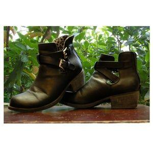 Short Black Faux Leather Cynthia Rowley Boot (Jr4)